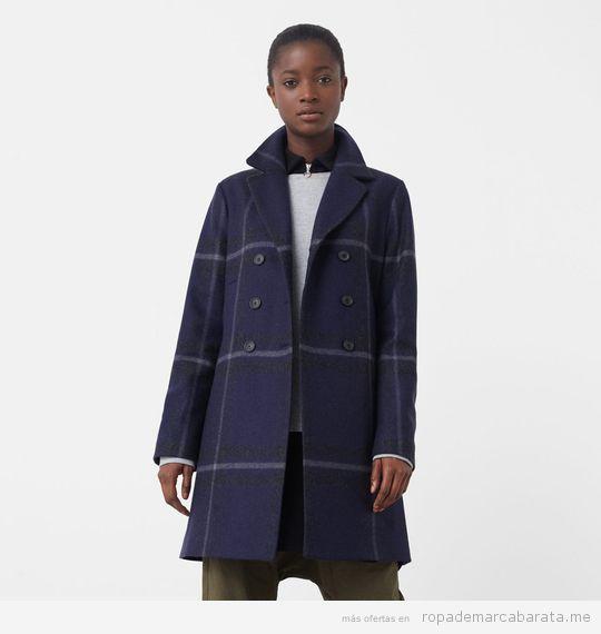 Abrigo de cuadros marca Mango barato color azul