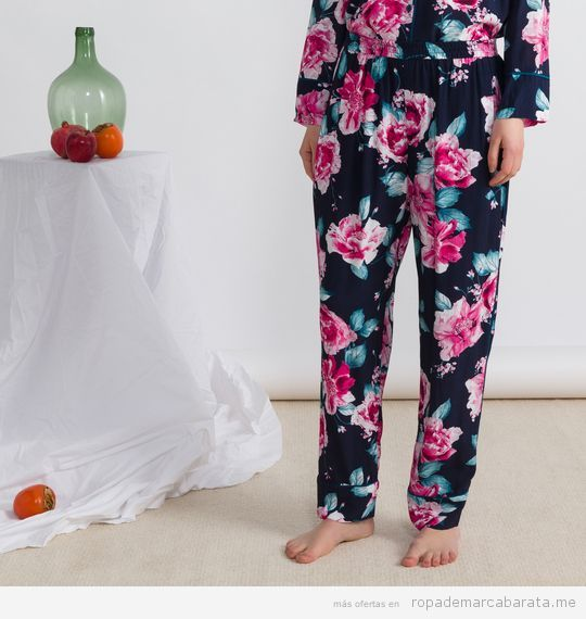 Pijama estampado flores marca Oysho baratos, outlet 2
