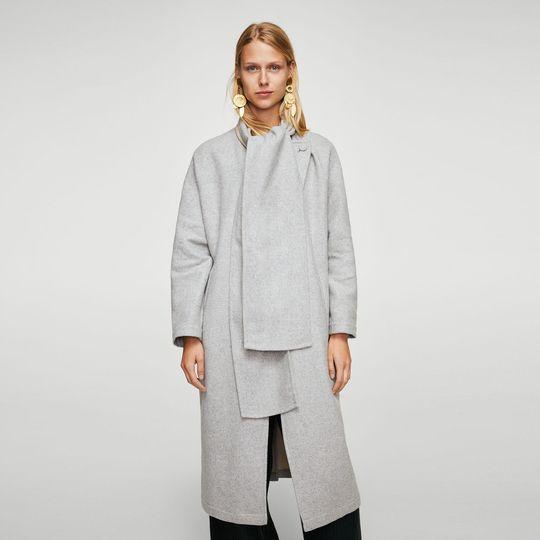 Abrigo gris claro marca Mango barato, outlet