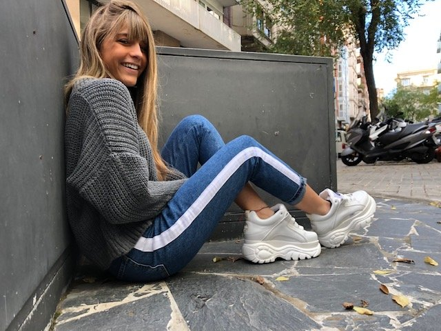 Look casual deportivo con sneakers Buffalo London