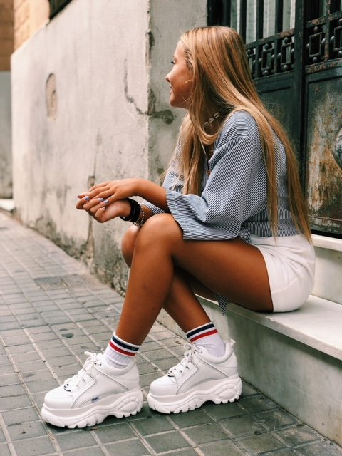 Look casual con sneakers Buffalo London